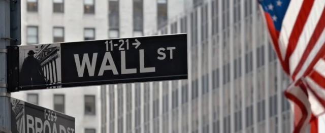 Legendární Wall street v New Yorku.